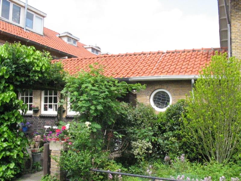 Amstelveen, hoek Van der Ghiessenstraat - Bors van Waverenstraat (W.M. Dudok)
