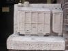 Locomotief in steen in zijmuur restaurant Graaf Floris V, Muiden